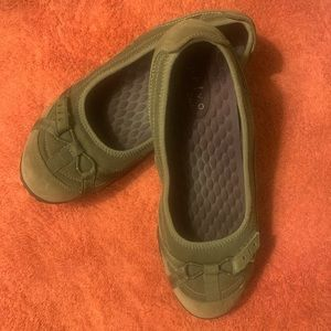 Privo by Clark's Taupe leather Wn's Flat Sz 8 1/2